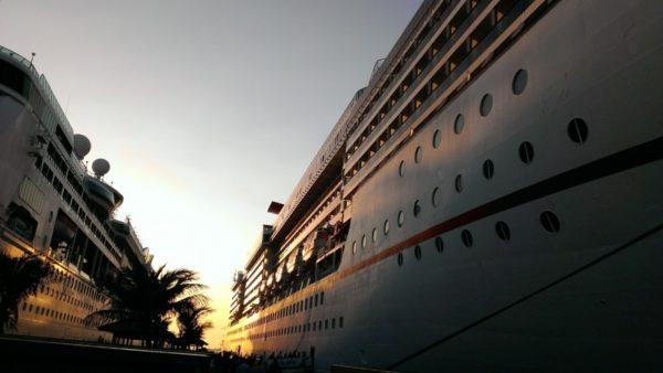 boats-cruising-boat